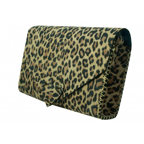 http://carmenittta.ro/uploads/products/2019W22/animal-print-suede-leather-handmade-bag-carmenittta-0034-gallery-1-500x500.jpg
