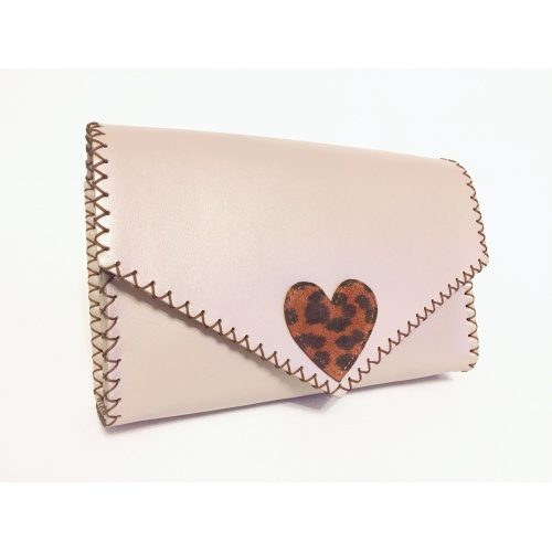 http://carmenittta.ro/uploads/products/2021W07/pearl-cream-box-leather-with-animalprint-suede-leather-heart-detail-bag-by-carmenittta-0097-gallery-3-500x500.jpg
