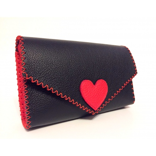 http://carmenittta.ro/uploads/products/2021W10/black-leather-handmade-bag-with-a-red-leather-heart-0110-gallery-1-500x500.jpg