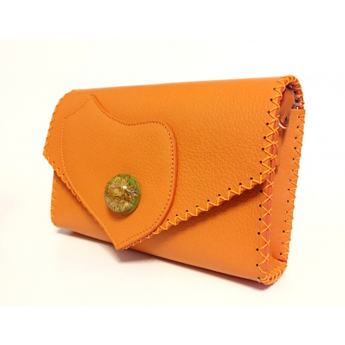 http://carmenittta.ro/uploads/products/2021W12/callistephus-flower-in-epoxy-resin-on-natural-orange-leather-handmade-bag-by-carmenittta-0112-gallery-1-500x500.jpg