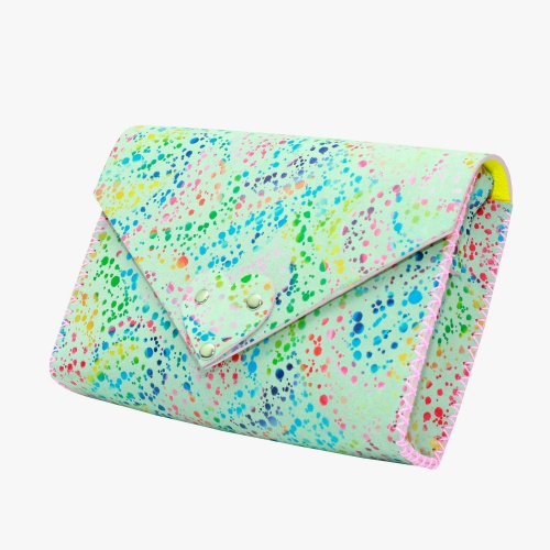 http://carmenittta.ro/uploads/products/2019W18/handmade-white-leather-bag-with-special-painted-print-0024-gallery-1-500x500.jpg
