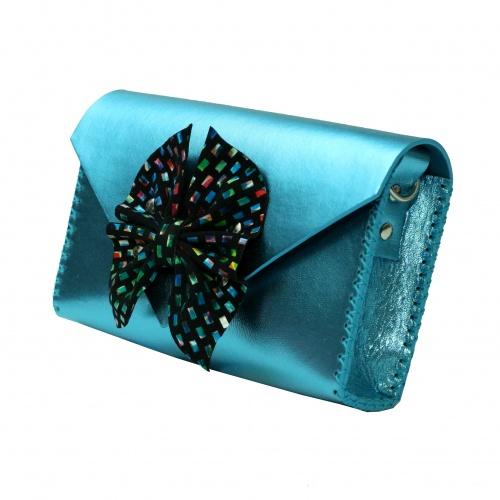 http://carmenittta.ro/uploads/products/2019W22/butterfly-bow-metallic-blue-leather-handmade-bag-carmenittta-0031-gallery-1-500x500.jpg