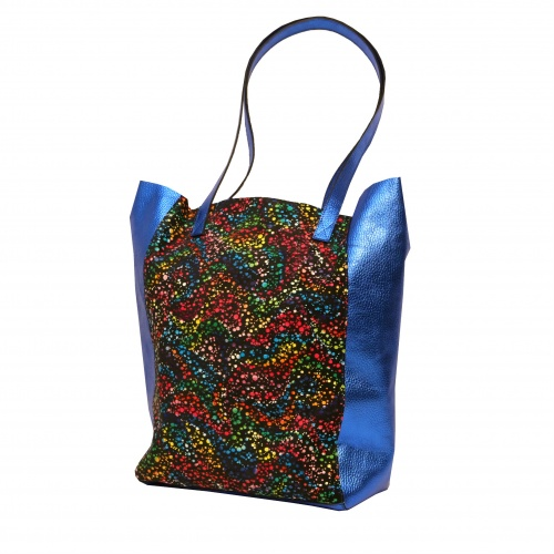 http://carmenittta.ro/uploads/products/2019W32/electric-blue-and-black-painted-print-natural-leather-shopper-bag-0038-gallery-2-500x500.jpg