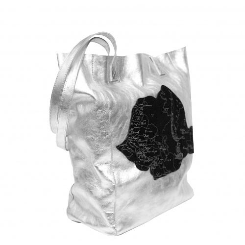 http://carmenittta.ro/uploads/products/2019W36/arround-the-world-printed-leather-romanian-map-on-silver-handmade-shopperbag-carmenittta-0044-gallery-5-500x500.jpg