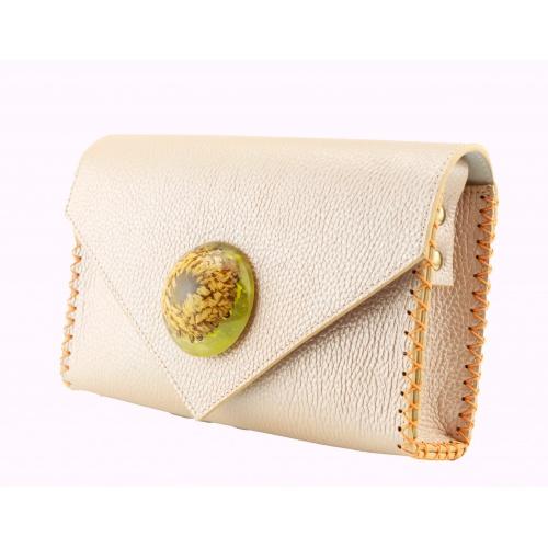 http://carmenittta.ro/uploads/products/2020W33/callistephus-resin-and-natural-leather-handmade-bag-by-carmenittta-0070-gallery-1-500x500.jpg
