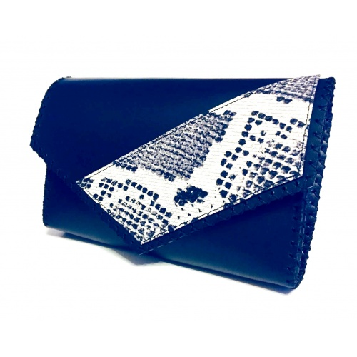http://carmenittta.ro/uploads/products/2020W42/black-leather-bag-with-a-snakeprint-detail-0083-gallery-1-500x500.jpg