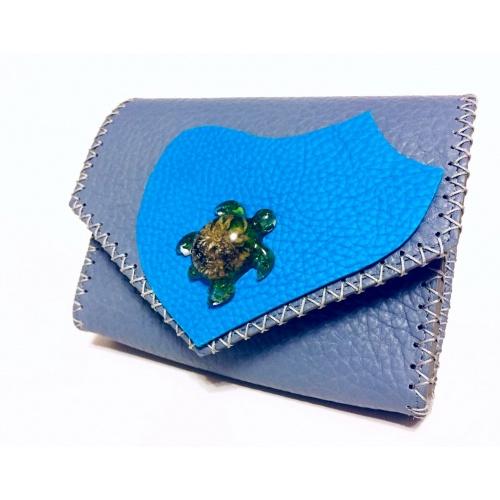 http://carmenittta.ro/uploads/products/2021W09/handmade-epoxy-resin-turtle-on-gray-leather-unique-bag-by-carmenittta-0107-gallery-2-500x500.jpg