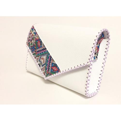 http://carmenittta.ro/uploads/products/2021W09/traditional-print-detail-on-white-leather-handmade-bag-carmenittta-0105-gallery-3-500x500.jpg