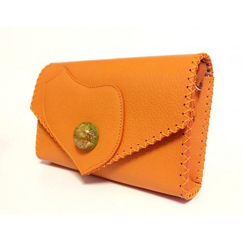 http://carmenittta.ro/uploads/products/2021W12/callistephus-flower-in-epoxy-resin-on-natural-orange-leather-handmade-bag-by-carmenittta-0112-gallery-1-500x500.jpg